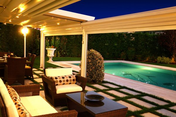 External Outdoor Retractable Louvre Systems Motorised Outdoor Dining